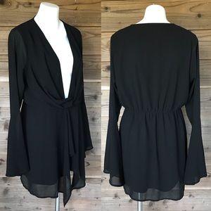 Boohoo Black Deep V Bell Sleeve Mini Dres Sz 10